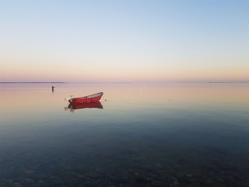 Solnedgång vid havet arkivfoton