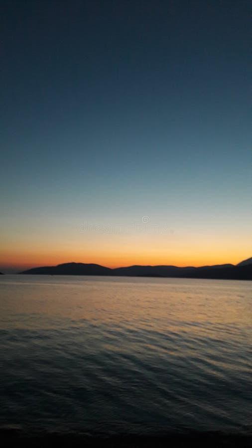Solnedgång vid havet, sommarnätter arkivfoton