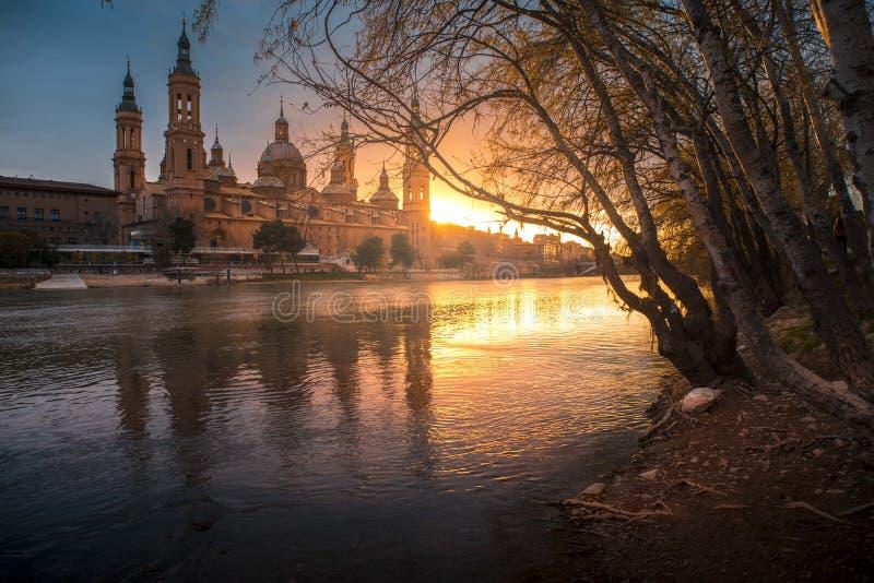 Solnedgång Zaragoza - Atardecer Zaragoza royaltyfria bilder