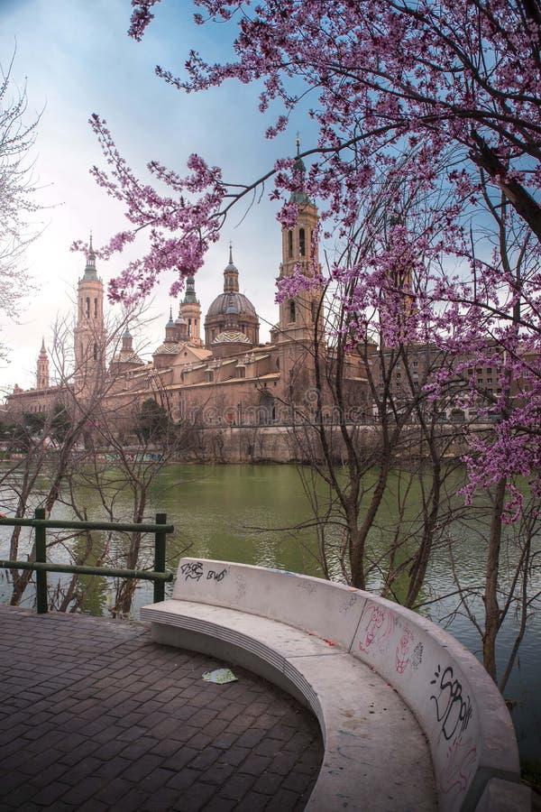 Solnedgång Zaragoza - Atardecer Zaragoza royaltyfri bild