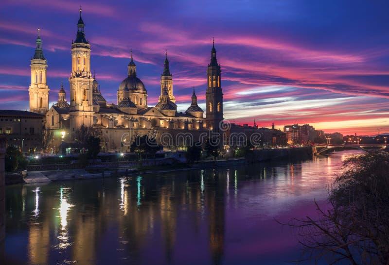 Solnedgång Zaragoza - Atardecer Zaragoza fotografering för bildbyråer