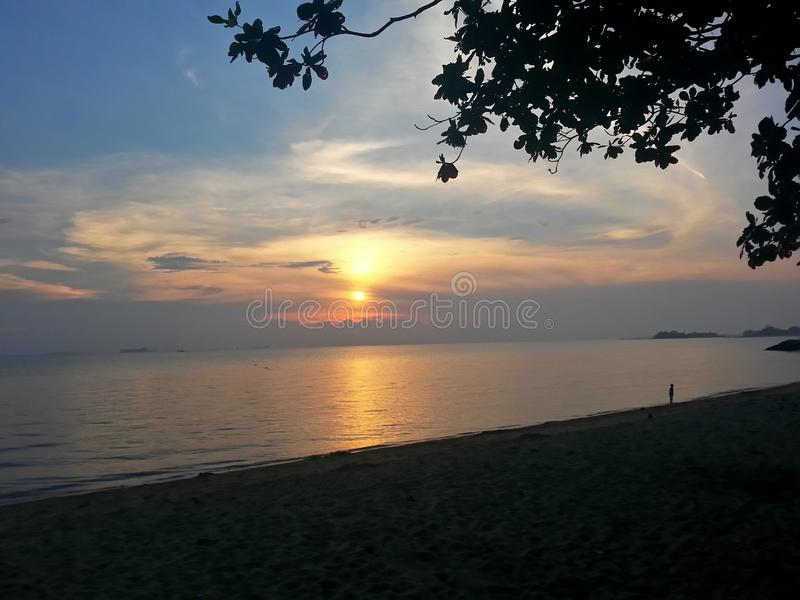 SolnedgångAlkhawarizmi strand Melaka Malaysia royaltyfri foto