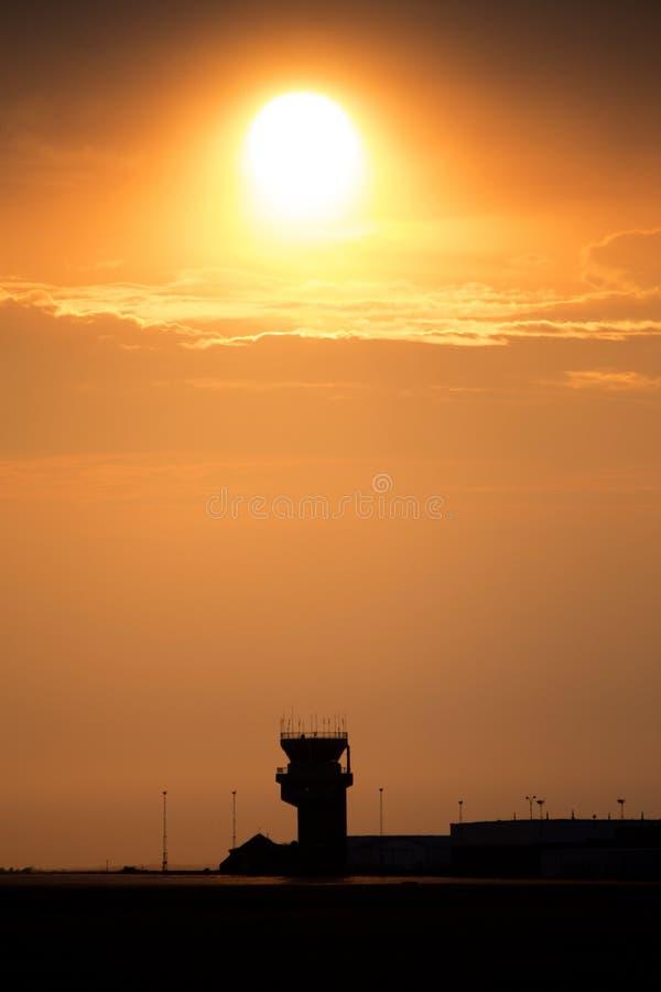 Solnedgångapelsin Sillouette royaltyfria foton