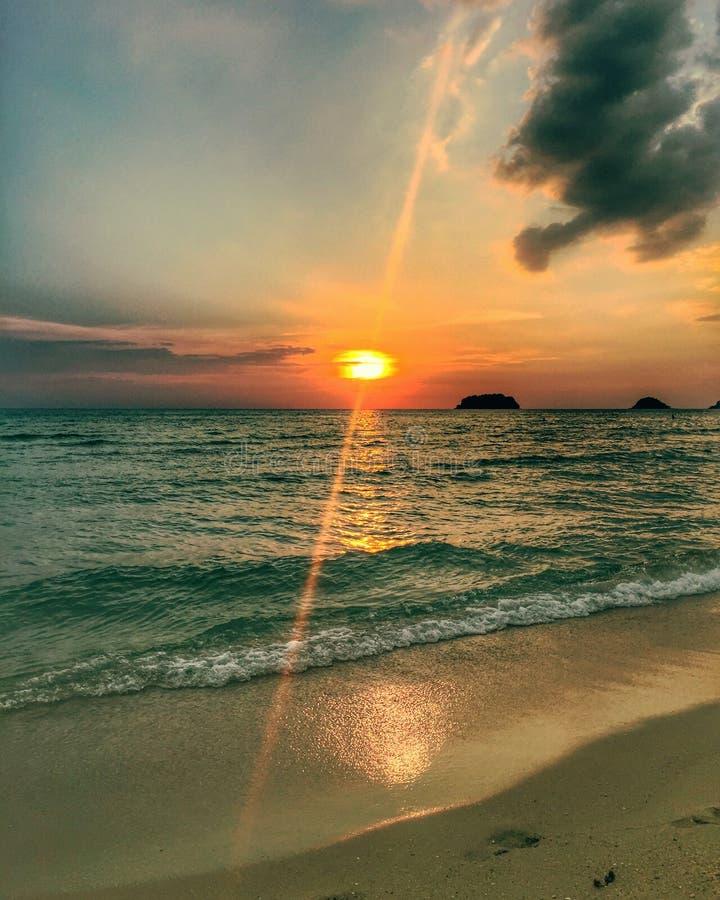 Solnedgångar är det bästa royaltyfri fotografi