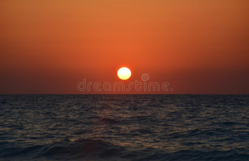 Solnedgångar är motståndskraftiga att ändelser kan ofta vara härliga för arkivfoton