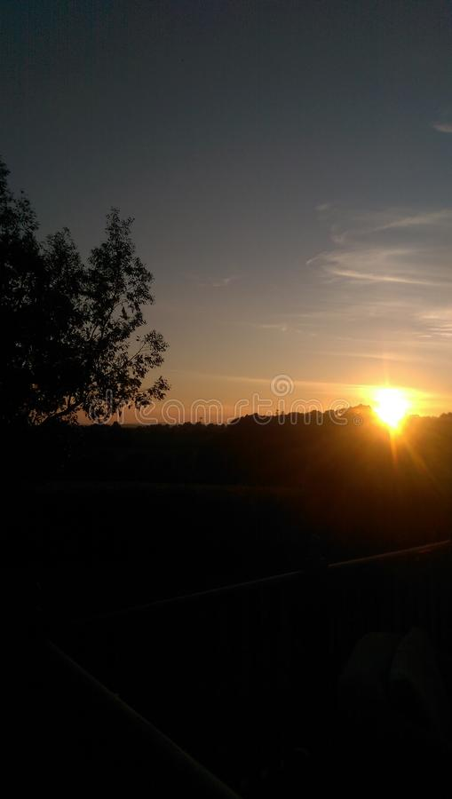 Solnedgångar i landet arkivbild