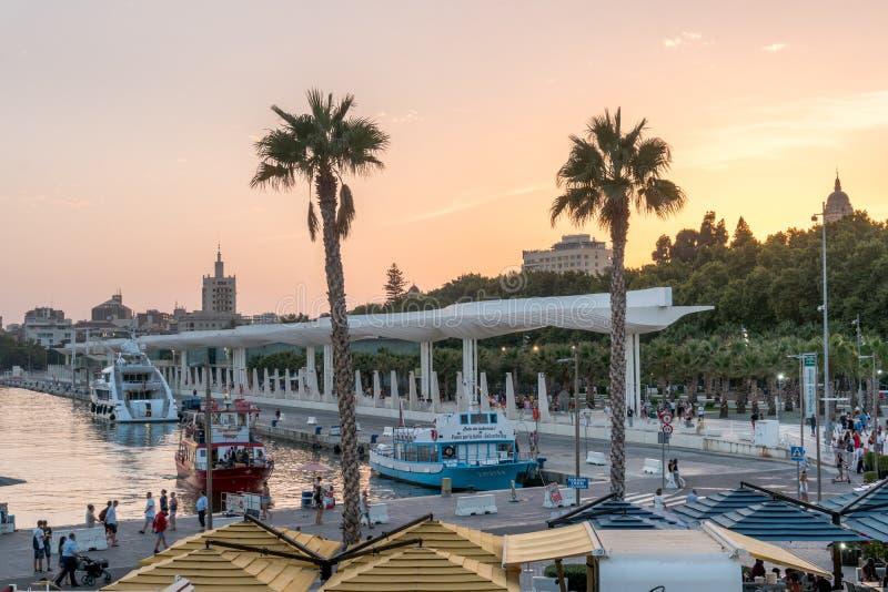 SolnedgångCityscape i Marina Bay Port Of Malaga fotografering för bildbyråer