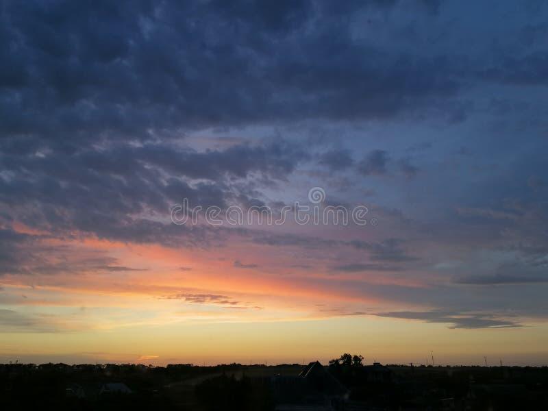 Solnedgången är det härligt royaltyfri bild