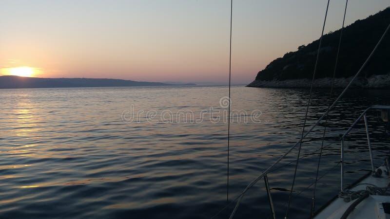 Solnedgången är mest härlig från skeppet royaltyfri fotografi