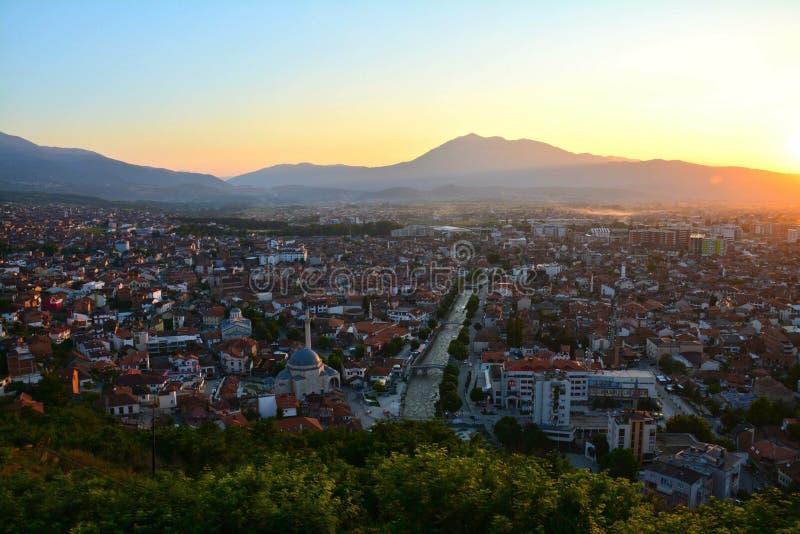 Solnedgången över prizren Kosovo royaltyfri fotografi