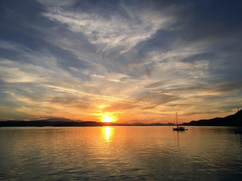 Solnedgången över sidney spottar, golföar, British Columbia, Kanada arkivfoto