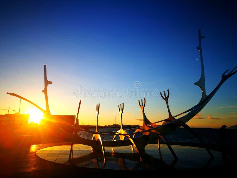 Solnedgången av den mystiska Sol-resanden royaltyfri foto