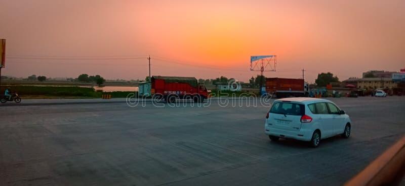 Solnedgången avbildar [bedöva] senast solnedgångar följer sommarsolstånd arkivbilder