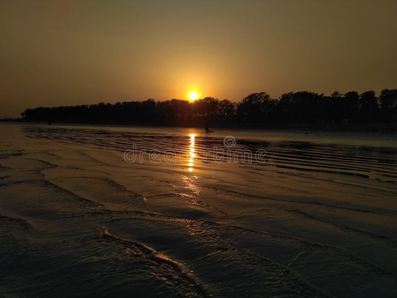 solnedgången från havet arkivfoton