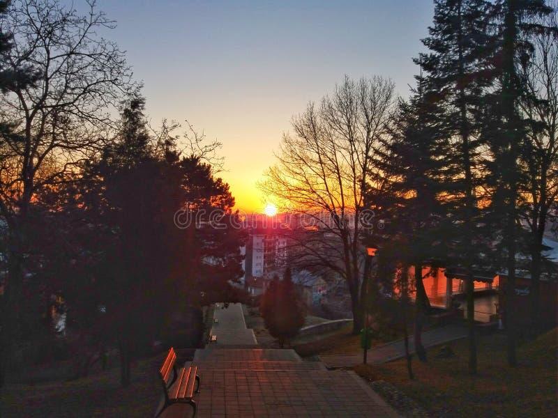 Solnedgången i Cluj, tycker om sikten royaltyfria bilder