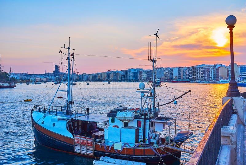 Solnedgången i Sliema, Malta royaltyfria foton