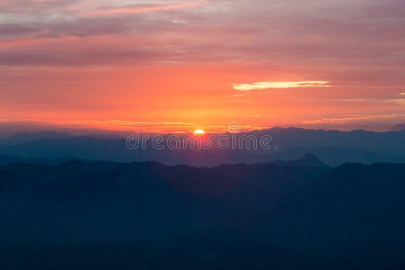 Solnedgången tänder royaltyfri fotografi
