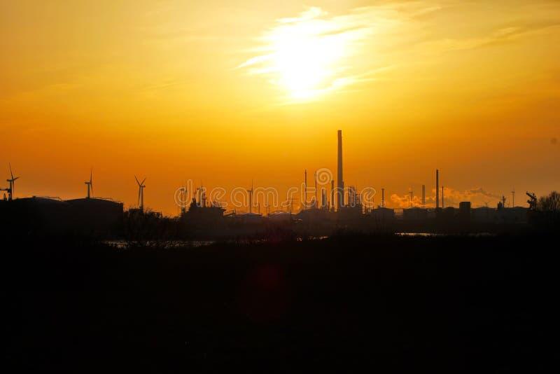 SolnedgångEuropoort Rotterdam Nederländerna arkivbilder