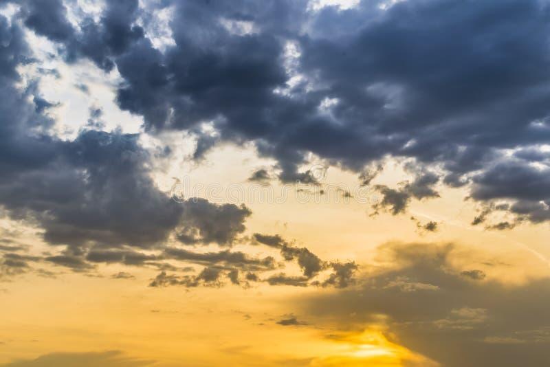 SolnedgångHDR moln royaltyfri foto