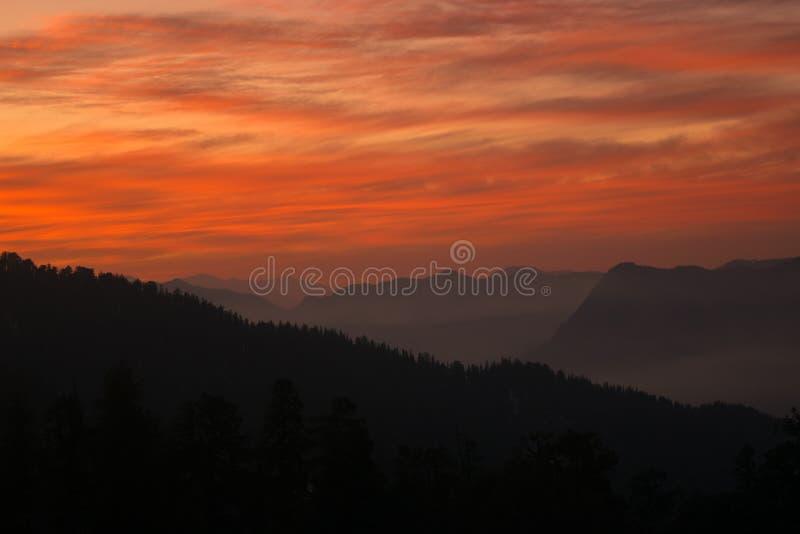 Solnedgånghimmelsignaler! royaltyfri fotografi