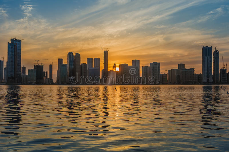 Solnedgånghorisont Sharjah UAE royaltyfri bild
