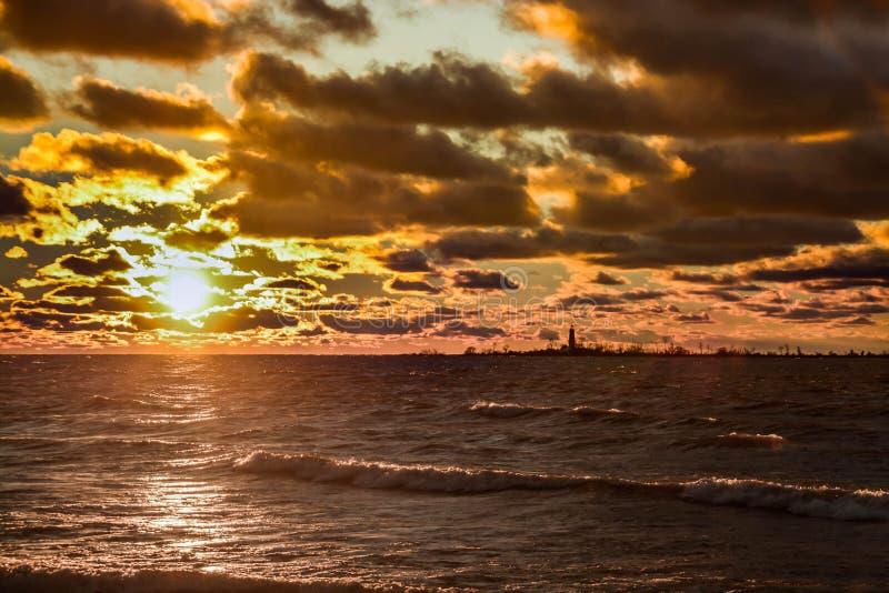 Solnedgångkontur arkivbilder