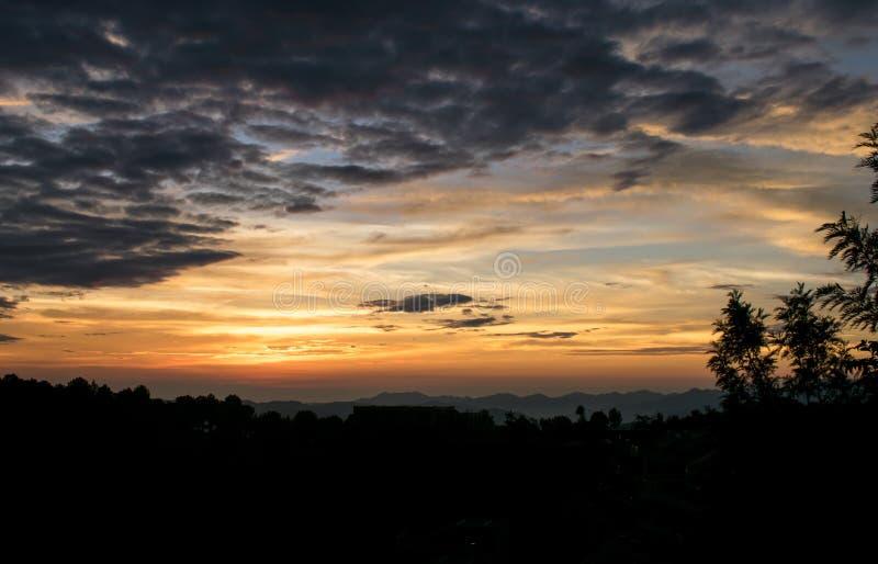 Solnedgångkontur arkivfoton