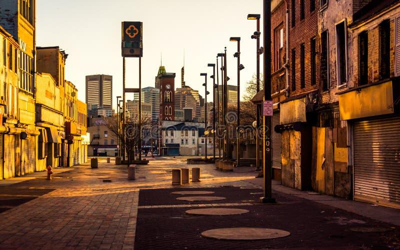 Solnedgångljus på den gamla stadgallerian, i Baltimore, Maryland royaltyfri fotografi