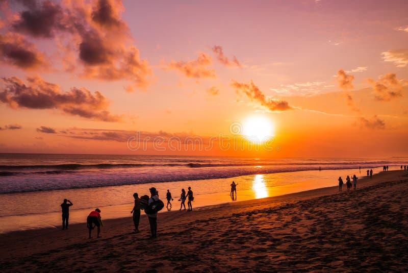 Solnedgångok Kota Denpasar arkivfoto