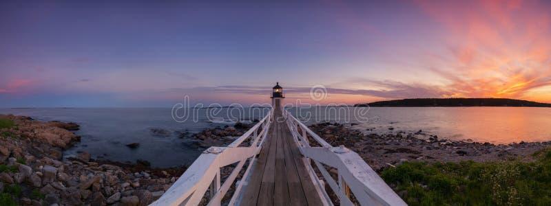Solnedgångpanorama av Marshall Point Lighthouse royaltyfri bild