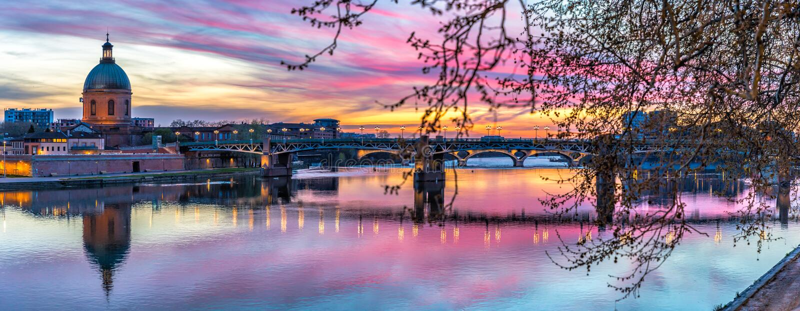 SolnedgångpanoramaLa Garonne arkivfoton