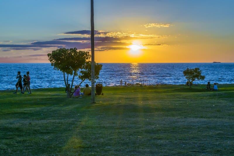 Solnedgångplats på kusten, Montevideo, Uruguay royaltyfri foto
