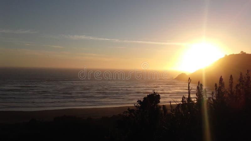 SolnedgångRonca strand arkivbilder