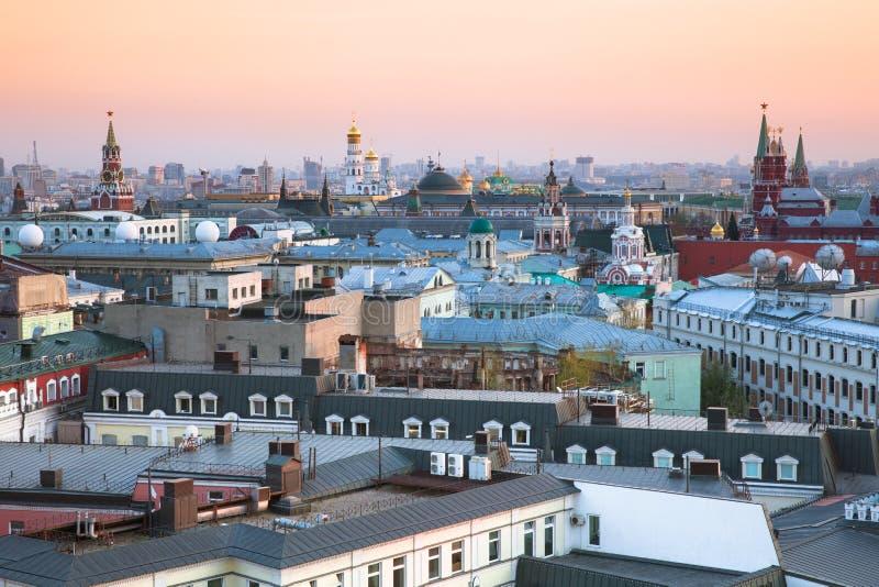 Solnedgångsikt över mitt av Moskva, Ryssland royaltyfria foton