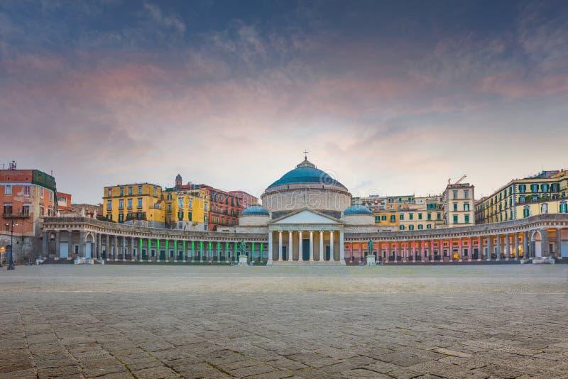 Solnedgångsikt av den San Francesco di Paola kyrkan på Piazza del Plebi royaltyfri bild