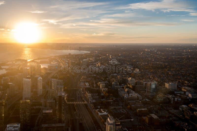 Solnedgångsikt av den Toronto staden från ovannämnt - Toronto, Ontario, Kanada arkivbild