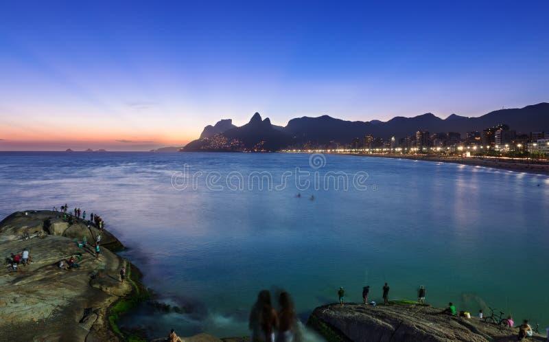 Solnedgångsikt av Ipanema och Leblon i Rio de Janeiro royaltyfria foton