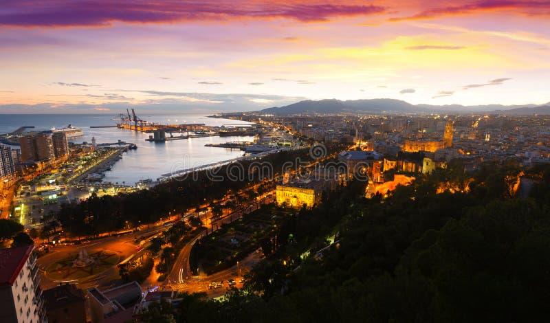 Solnedgångsikt av Malaga med port arkivfoto