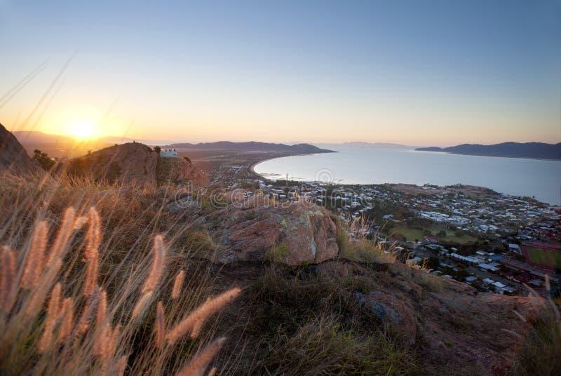 Solnedgångsikt av Townsville, Queensland, Australien royaltyfria bilder