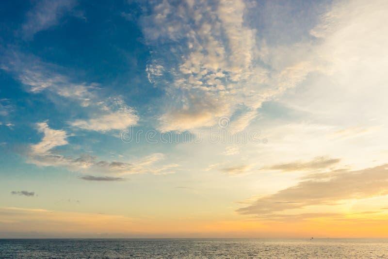 Solnedgångsikt från Ko Tao Island, Thailand arkivfoton