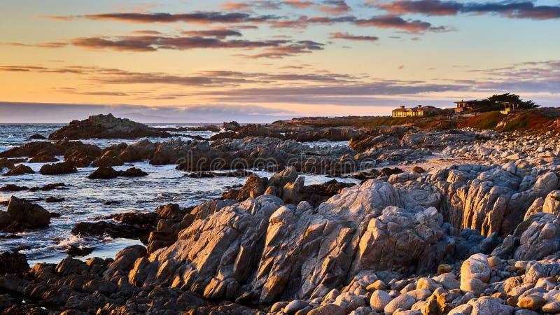 Solnedgångsikt från stranden på Monterey Kalifornien fotografering för bildbyråer