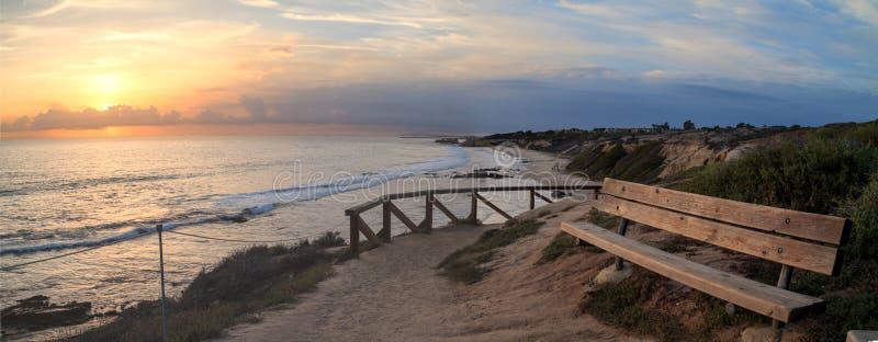Solnedgångsikt på Crystal Cove Beach royaltyfria foton