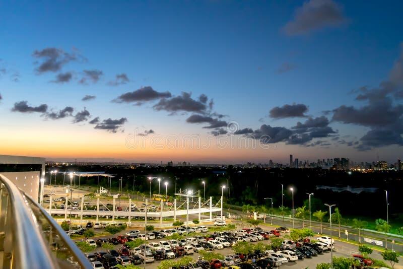 Solnedgångsikt på Rio Mar Mirante, Recife, Pernambuco, Brasilien royaltyfri foto