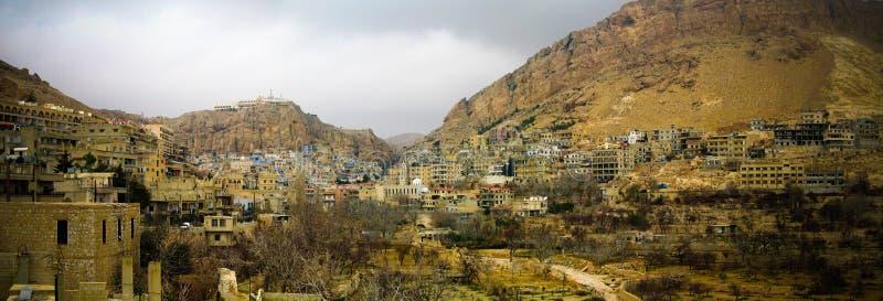 Solnedgångsikt till Maalula den forntida aramaic byn, Syrien arkivbild
