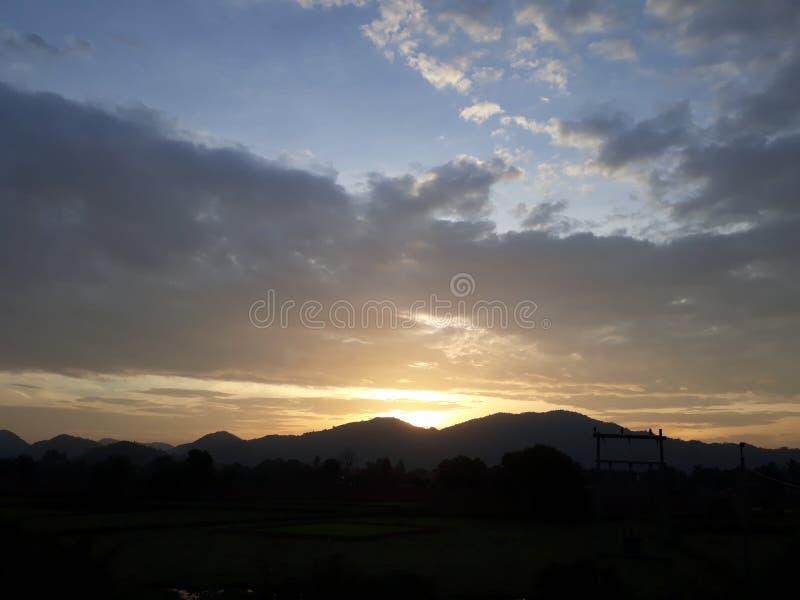 Solnedgångsikter i Indien arkivfoton