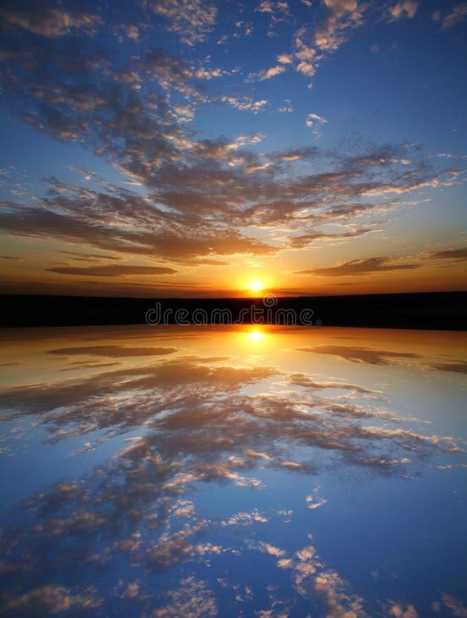 solnedgångsymmetri royaltyfria foton