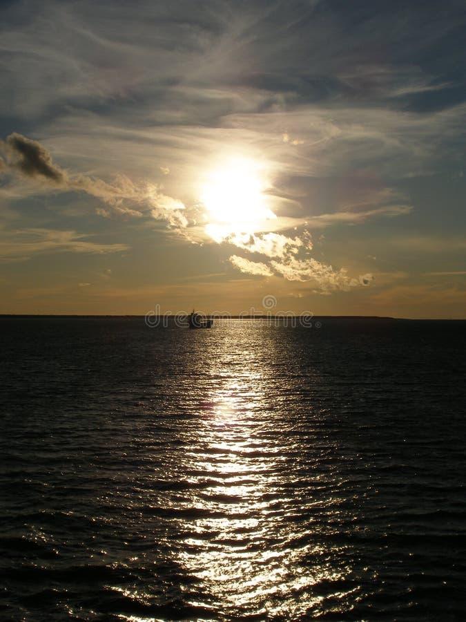 Download Solnedgångtid arkivfoto. Bild av sikt, reflexion, trans - 284158