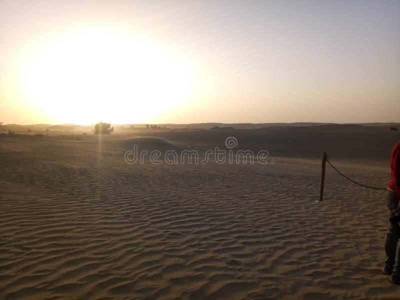 Solnedg?ng i Dubai, F?renade Arabemiraten royaltyfri fotografi