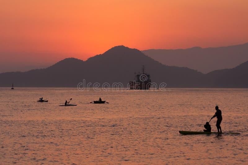 Solnedg?ng i Santos, Brasilien fotografering för bildbyråer