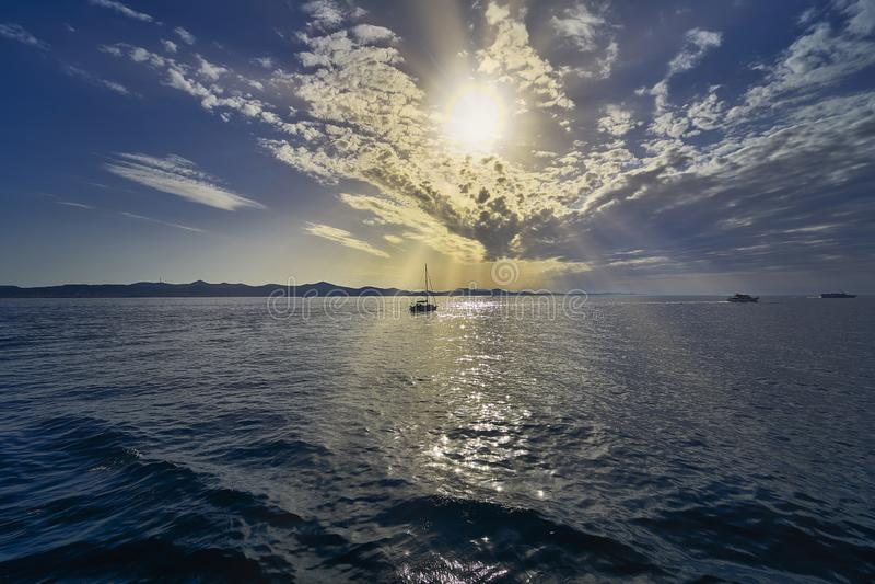 Solnedg?ng i Zadar croatia royaltyfri fotografi